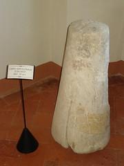 cippo sepolcrale etrusco castello di Lari