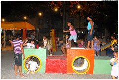 Mini-área de lazer da Praça Norma Coelho, em Jardim Fragoso, é sucesso entre as crianças - Foto: Passarinho/Pref.Olinda