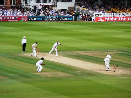 Andrew Flintoff takes out Peter Siddles middle stump. Photo: 6tee-zeven/Flickr