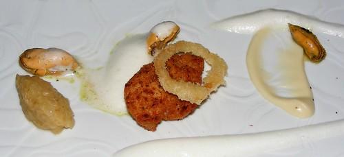Zwezerik, mosselen, ui en kerrie bij restaurant Ivy