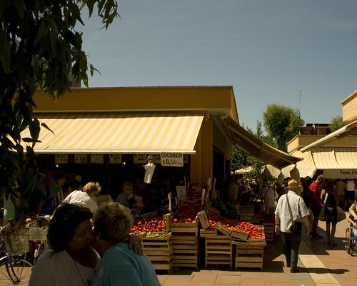 Donne al Mercato della frutta di Ladispoli