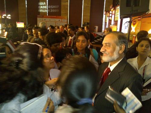 Press mob Kiran Karnik