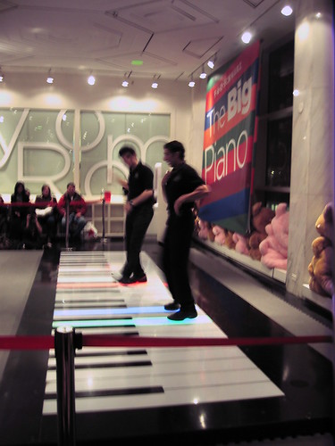 Giant Keyboard, FAO Schwartz