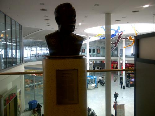 Bronze of Lester B. Pearson by Niilo Kalerno Kallio, Toronto Pearson Airport, Terminal 1 by divirtual
