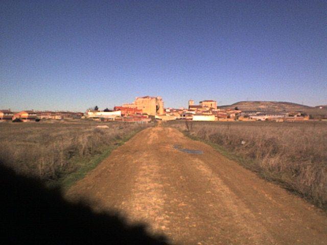 Llegando a Fuentes de Valdepero por la via pecuaria
