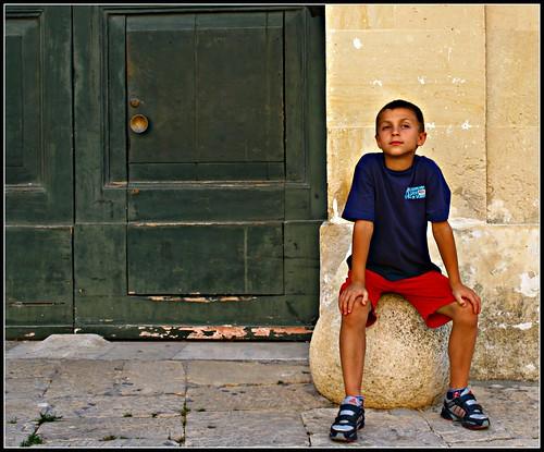 Matteo su una palla turca, a Otranto, foto Flickr, luiginter