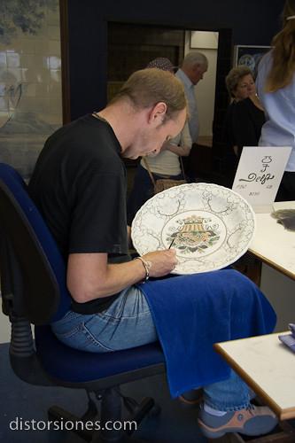 Trabajando en la cerámica de Delft