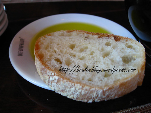 bread and olive oil, sans balsamic vinegar