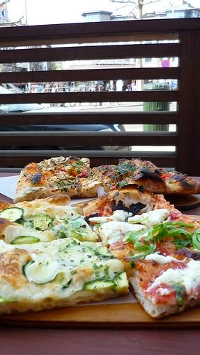 Mamma Roma pizza on Place Jourdan