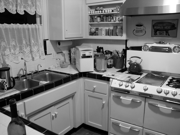 kitchen-in-black-and-white