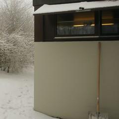 Stillleben mit Schneeschaufel