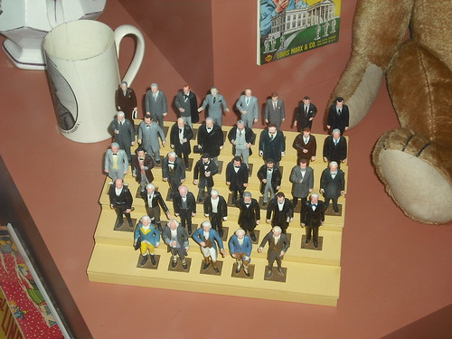 1-37 Presidential Figurines