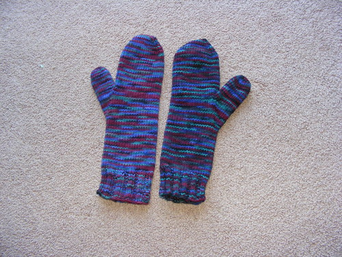Verde Ripple Mittens - Knit from Mirasol Hacho