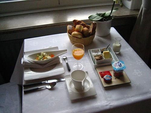 มาดู�าหารเช้าบ้าง เค้าทำให้คนต่�คนเลย (ก็มีแค่สามห้�งเ�ง) กินกัน�ันลิมิทเตท ข�งดีๆทั้งนั้น หนูต้�งฝืนใจกินตับบด