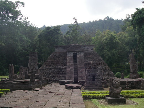 The pyramid - how reminiscent of the Mayan structures!