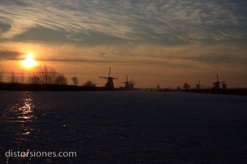 Amanecer helado en Kinderdijk