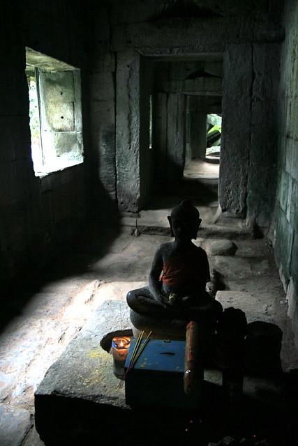 Buda entre sombras