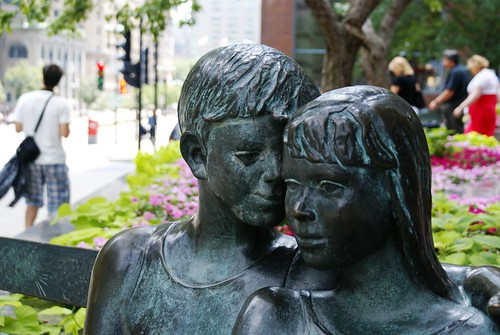 Lovers on a bench in Montréal
