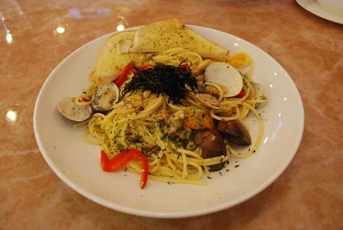 Garlic and Clam pasta at Cafe de Waraku