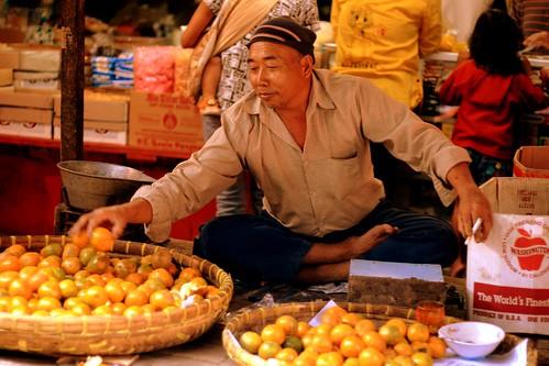 Indonesian Traditional Market: Orange Seller
