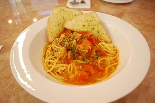 Crab pasta at Cafe du Wakaraku