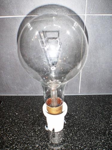 1000 Watt Glühbirne von Ihnen.