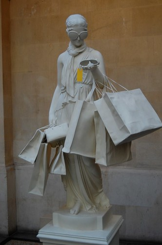Shopping statue