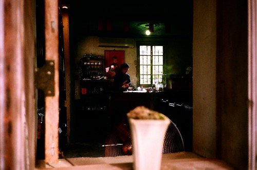 [北埔]水井茶堂-窗台內的煮茶人