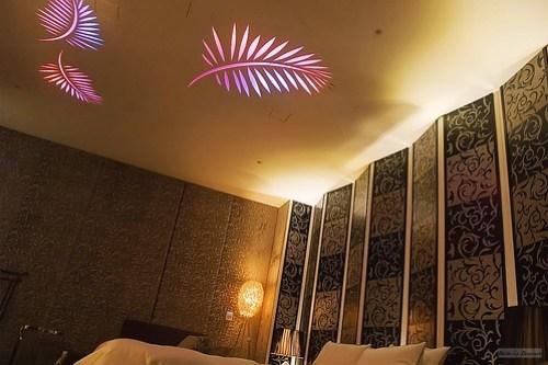 連天花板都有漂亮的照明。