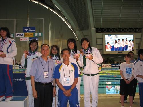 813馮敏慧、利善恩、利安琪及馬卓薇在女A4x200米自接得銅牌