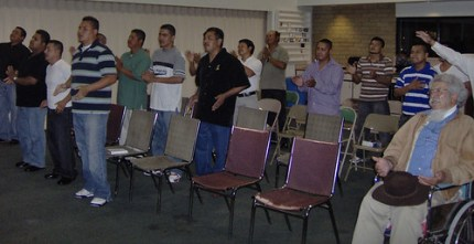 Members of the Alfa y Omega Church pray for men in the congregation who were detained. (Photo: Alfa y Omega Church)