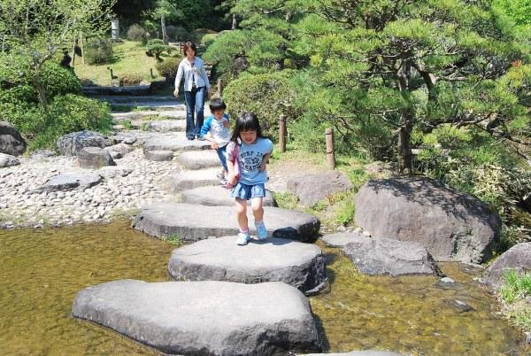Niña en el Naritasan Shinsoji