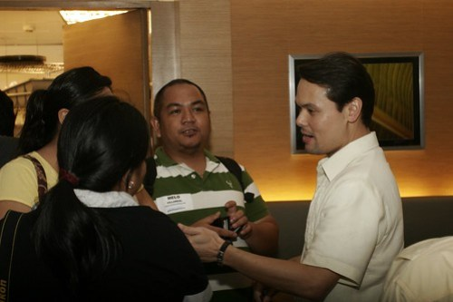 awesome-philippines-travel-bloggers-with-secretary-durano
