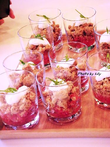 看起來真是美麗又漂亮的蕃茄塔塔瑞可達起司啊!
