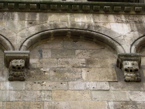 Spiky-teethed characters on the side of L'abbaye Saint-André-le-Bas.