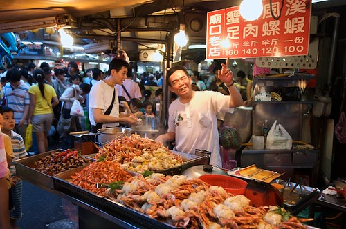 Ok, so ALL the signs arent in English... but the people are really friendly!  Miaokou Night Market (廟口夜市) Keelung, Taiwan (台灣基隆市).