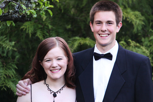 Prom photos with dates before dinner