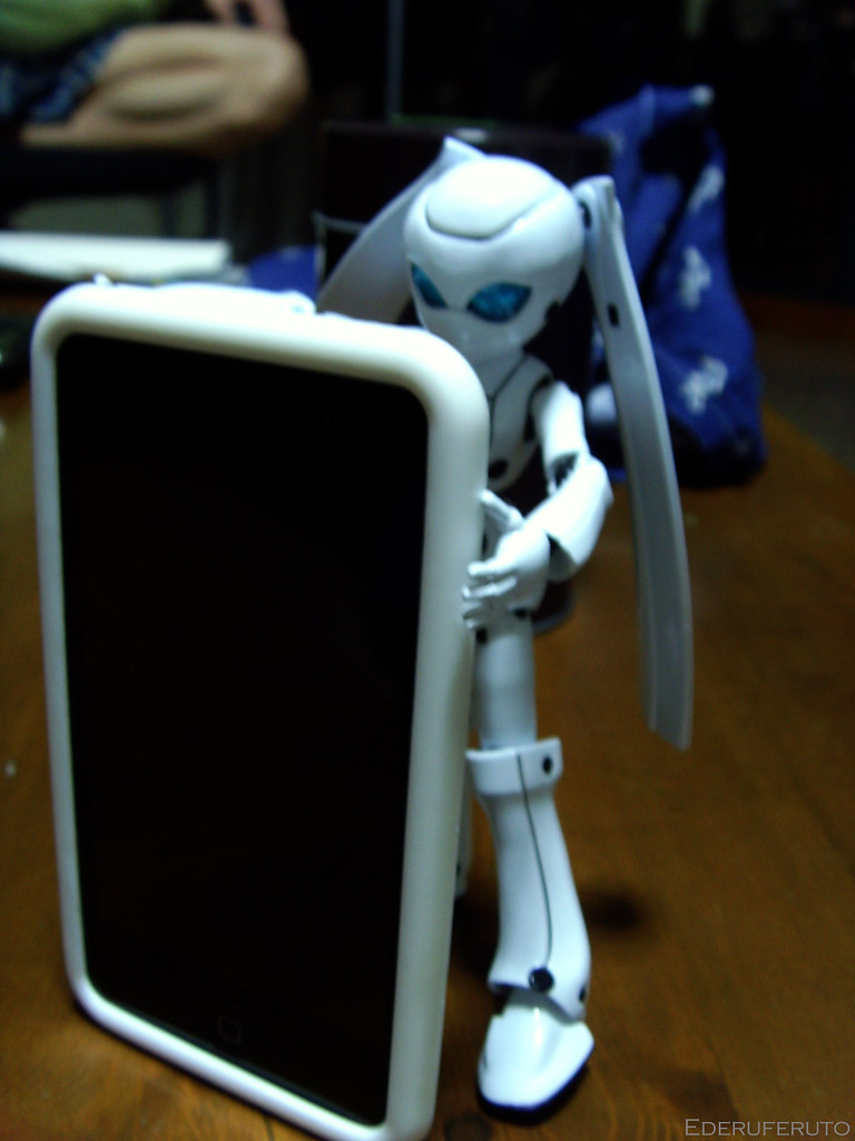 Drossel holding iTouch 01