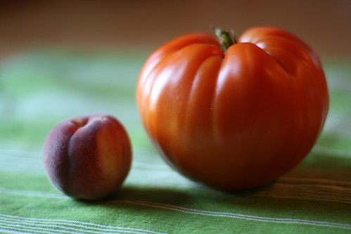 big tomato, small peach