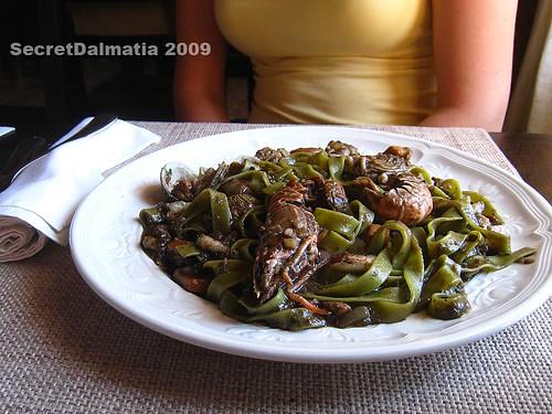 Green pasta with fruiti di mare
