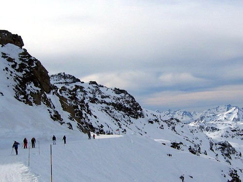 A steep drop off at Val Thorens.