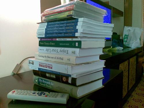 Antara buku2 yg saya beli di Mekah dan Madinah dan juga DVD utk Nawfal ttg cerita2 Nabi dan solat. Inilah rasanya kali pertama saya membeli buku sebanyak ini pada satu2 masa. Saya juga membeli buku ttg Mekah utk diberikan kpd rakan2 yg terpilih (hehe)