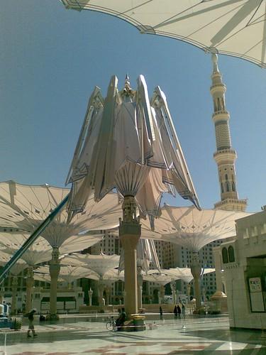 Payung yg baru nak dibuka, Masjid Nabawi, Madinah.