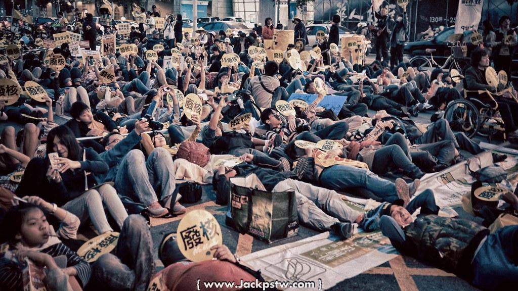 反核活動:最後大家躺平在馬路上