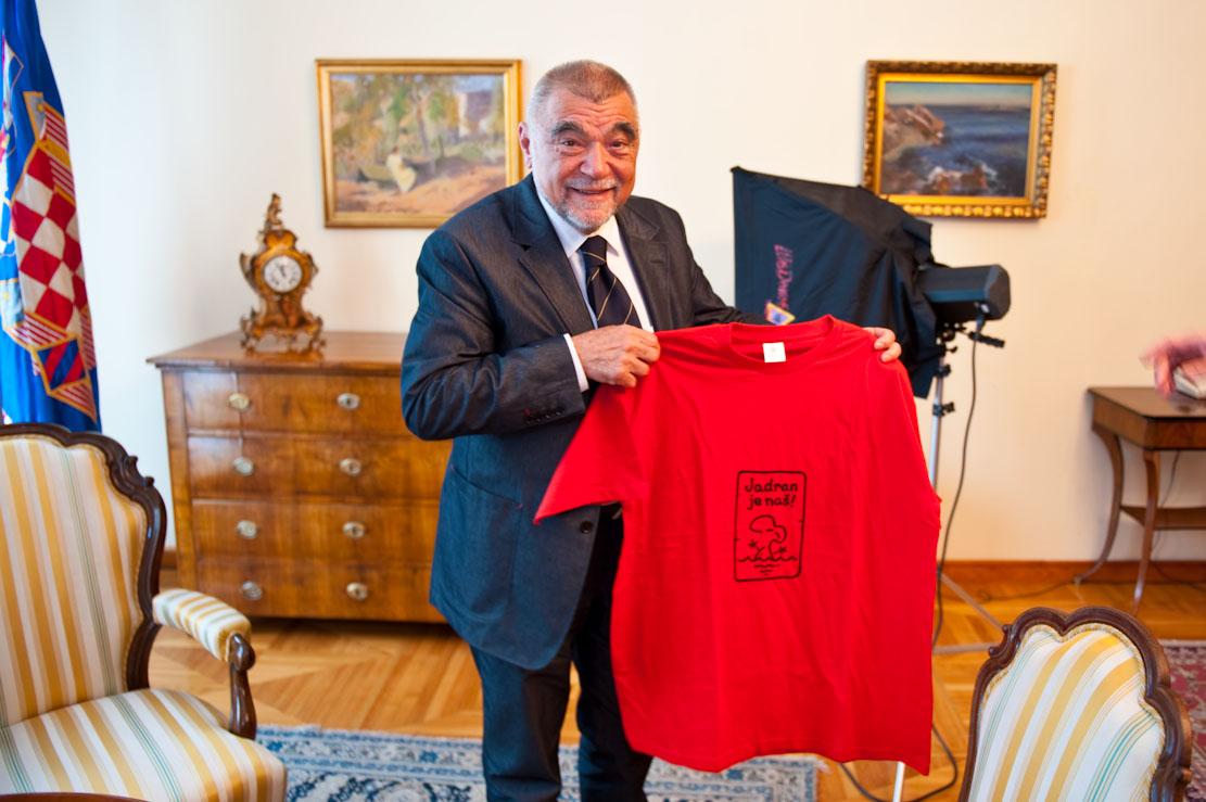predsjednik stipe mesic i Mladina.si t-shirt jadran je naš
