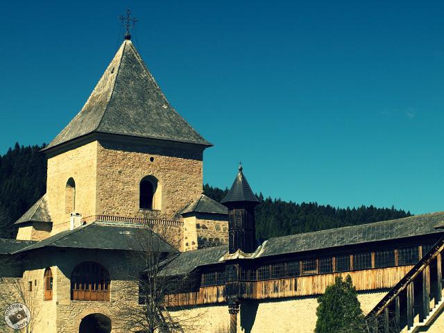 Suceviţa - turn şi zid de incintă