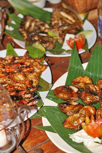 Grilled Seafood at Jimbaran Bay (image: Mochachocolata Rita)