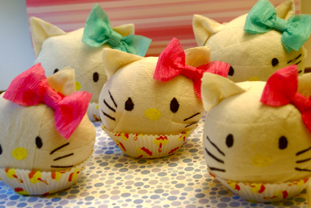 Hello Kitty Surprise Balls