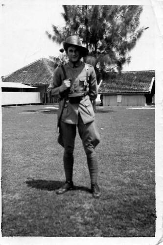 Leendert van der Groef (1916 , Middelharnis / Holland  - 1943 , Birma) , KNIL-soldier in the Dutch Indies , Soerabaja , late 1930's   ** het verhaal van zijn leven**