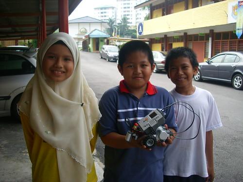 Team Robotik Sekolah, pelatihnya.. Aku la! hehe..